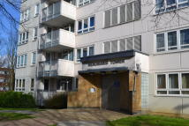 3 bed Flat to rent in Park Road North, London...