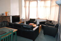 5 bed Flat to rent in Fordhook Avenue, London...