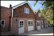 3 bedroom End of Terrace property to rent in High Street, Battle...