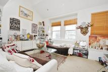 2 bedroom Maisonette in Townmead Road, London...