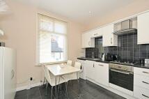 3 bedroom Flat in Wandsworth Bridge Road...