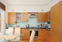 2 bed Flat to rent in Ferndale Road, London...