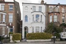 2 bedroom Flat in Orlando Road, London, SW4