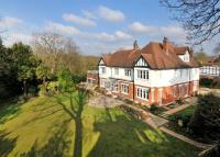 7 bedroom Detached house in Heathview Gardens...