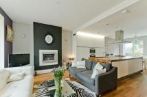 2 bed property to rent in Rayners Road, London...