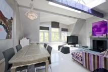 1 bedroom Flat in Elm Park Gardens, London...