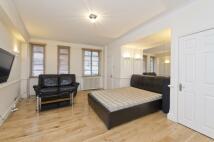 Studio flat in Nell Gwynn House...