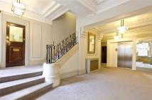 3 bed Flat to rent in Ovington Court...