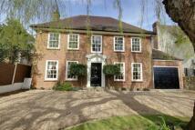 6 bedroom Detached house in Barnet Road, Arkley...