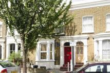 2 bed Flat to rent in Elderfield Road, London...