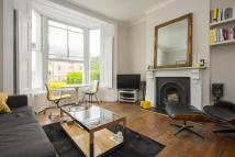 3 bedroom Flat in Moulins Road, London...