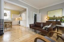 3 bedroom Flat in Cricketfield Road...