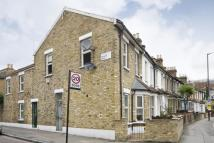 Flat to rent in Kenworthy Road, Hackney...