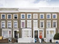 Flat to rent in Richmond Road, Hackney...