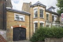 2 bedroom Flat in Lower Clapton Road...