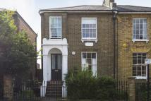 Flat in Shrubland Road, London...