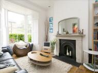 3 bedroom house in Fassett Square, Hackney...