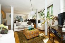 Flat to rent in Cadogan Terrace, London...