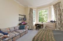 Studio apartment in Sinclair Gardens, W14