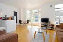 Flat to rent in Thornfield Road, London...