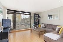 Flat to rent in St John's Hill, London...