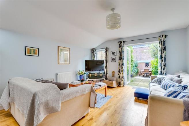 4 bedroom house for sale in Limburg Road London SW11 SW11