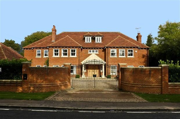 6 bedroom detached house for sale in the ridgeway cuffley for Six bedroom house for sale