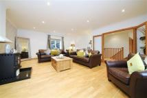 4 bedroom Detached home in Hammondstreet Road...