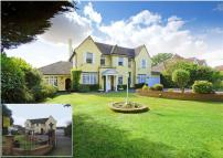 5 bed property for sale in The Ridgeway, Cuffley...