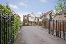 5 bed Detached property for sale in East Ridgeway, Cuffley...