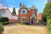 4 bedroom Detached house in Kings Road, Fleet...