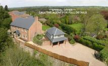 5 bed Detached house in School Lane...