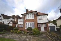 5 bed Detached house in Buckingham Avenue...