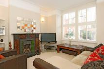 4 bed property in Ravenslea Road, London...