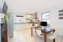 2 bedroom Flat in Telferscot Road, London...