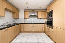 2 bed Flat in Gateway House...