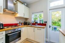 Apartment to rent in Dornton Road, London...