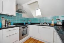 2 bedroom Flat in Lysias Road, London, SW12