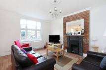 Flat to rent in Thornton Avenue, London...