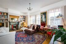Maisonette to rent in Boundaries Road, London...
