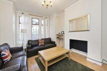 Flat to rent in Lynn Road, London, SW12