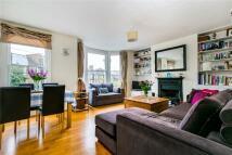 2 bedroom Flat in Ravenslea Road, London...