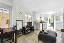 Ground Flat to rent in Laitwood Road, London...