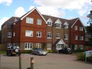 Apartment to rent in Bonehurst Road, Horley...