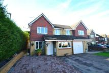 4 bedroom semi detached property in Sinclair Close...