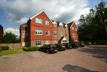 2 bedroom Ground Flat in Bonehurst Road, Horley...
