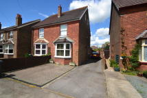 2 bed semi detached property in Lee Street, Horley, RH6