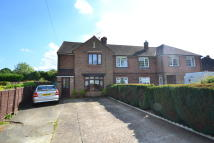 semi detached property to rent in Horley Row, Horley, RH6