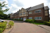 Apartment to rent in Suffolk Close, Horley...