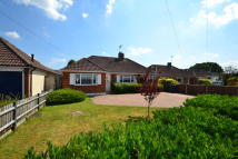 Detached Bungalow in Cheyne Walk, Horley, RH6